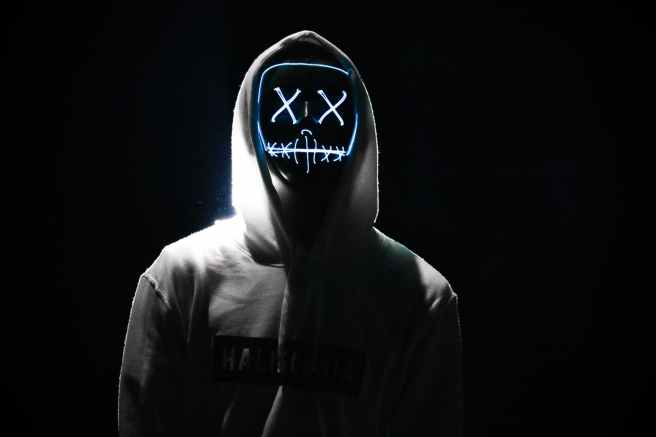 person s gray hoodie